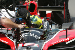 Bruno Junqueira receives qualifying instructions from Brian Barnhart