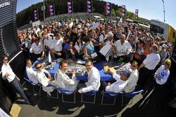 Autograph session: Marc Gene, Nicolas Minassian, Jacques Villeneuve, Pedro Lamy, Stéphane Sarrazin and Alexander Wurz