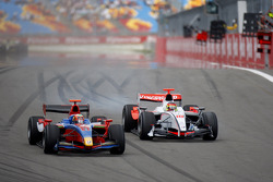 Karun Chandhok defends his position from Roldan Rodriguez