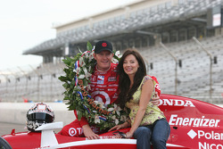 Scott Dixon and his wife Emma