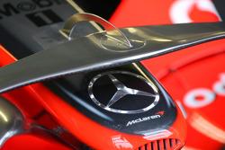 McLaren Mercedes, MP4-23, Front wing