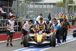 Nelson A. Piquet, Renault F1 Team, suffered brake failure in the second session