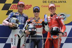 Le podium du Grand Prix de Catalogne 2008, avec Dani Pedrosa (vainqueur), Valentino Rossi et Casey Stoner