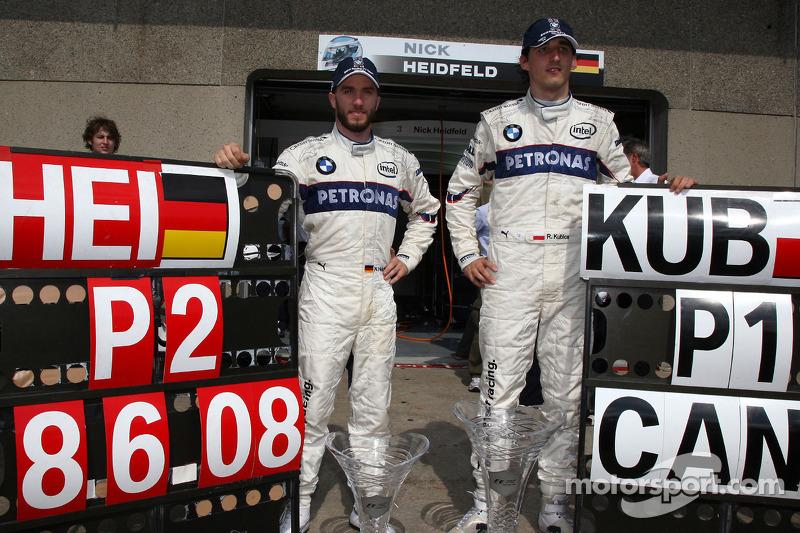 Robert Kubica comemora com Nick Heidfeld a dobradinha da Sauber