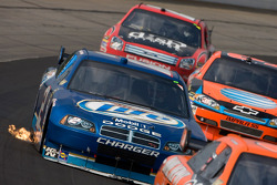 Kurt Busch battles thru traffic