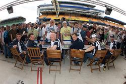 Luc Alphand, Jérôme Policand, Guillaume Moreau, Patrice Goueslard, Jean-Luc Blanchemain and Laurent Pasquali sign autographs