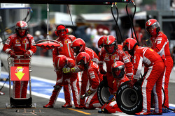 Ferrari wait for a pitstop with Kimi Raikkonen, Scuderia Ferrari