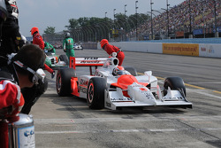 Pit stop for Ryan Briscoe