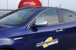 Logo de Motorsport.com en el costado del Alfa Romeo Giulietta