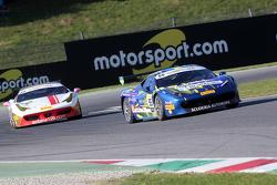 #55 Scuderia Autoropa Ferrari 458: Babalus avanti a #84 Octane 126 Ferrari 458: Bjorn Grossmann