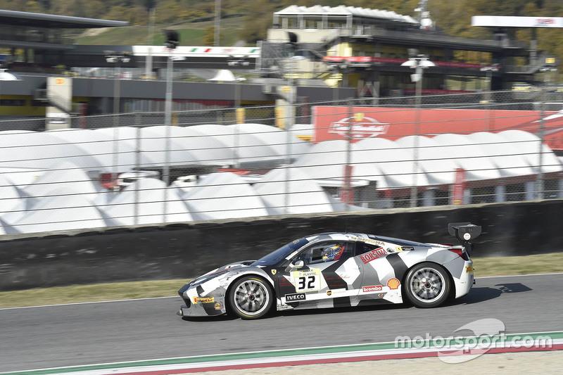 السيارة رقم 32 ستيلف سكوادرا كورس فيراري 458: أندريا سيغلر