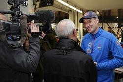 Jari-Matti Latvala, Volkswagen Motorsport, mit der Presse