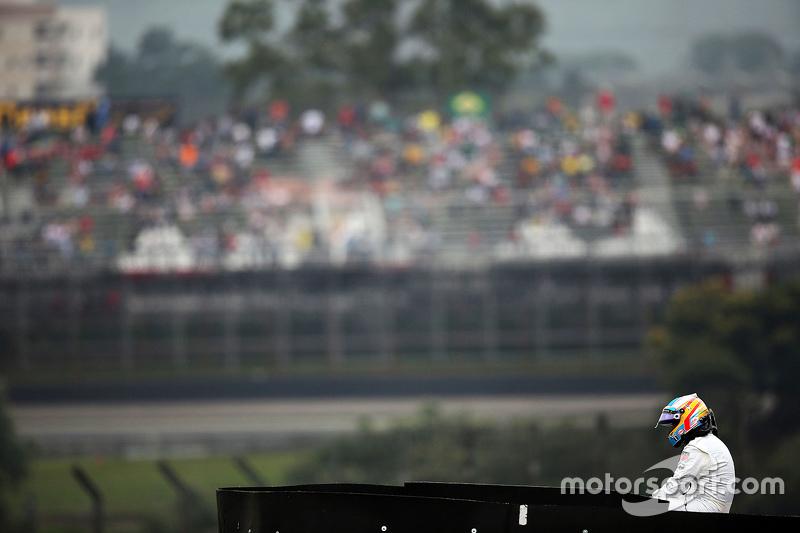 Fernando Alonso, McLaren se detuvo en el circuito en la segunda sesión de práctica