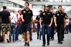 (L to R): Джоліон Палмер, Lotus F1 Team Тестовий та резервний гонщик з Пастор Мальдонадо, Lotus F1 Team та Ромен Грожан, Lotus F1 Team