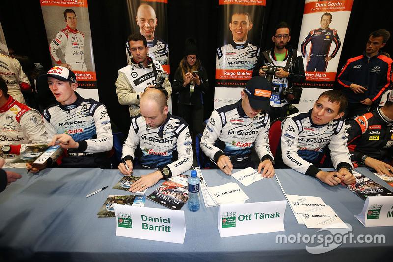 Отт Танак та Молдер Райго з Елфін Еванс та Daniel Barrit, M-Sport роздає автографи для шанувальникі
