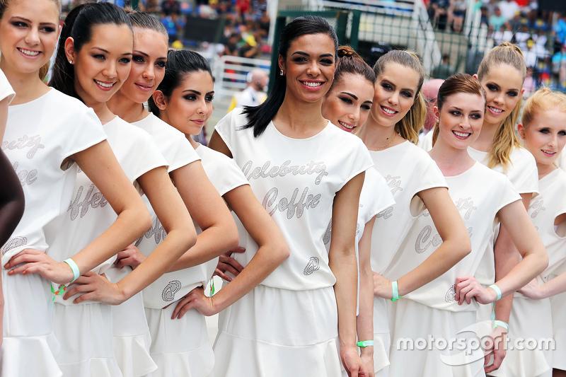Grid girls no desfile dos pilotos