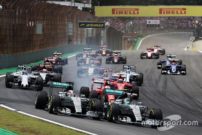 Start: Nico Rosberg, Mercedes AMG F1 ve lider Lewis Hamilton, Mercedes AMG F1