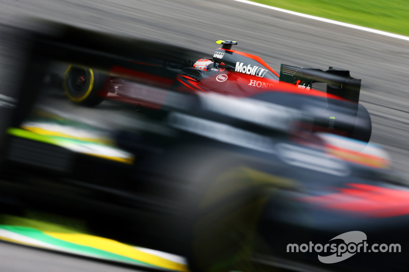 Jenson Button, McLaren MP4-30, vor Fernando Alonso, McLaren MP4-30