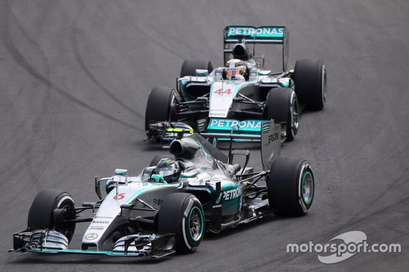 Nico Rosberg, Mercedes AMG F1 W06 voor teamgenoot Lewis Hamilton, Mercedes AMG F1 W06