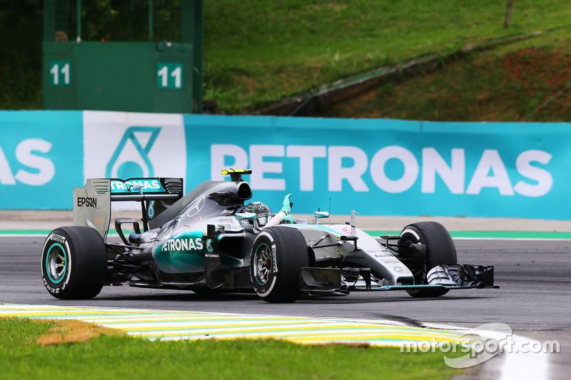 1. Nico Rosberg, Mercedes AMG F1 W06, feiert nach dem Rennen