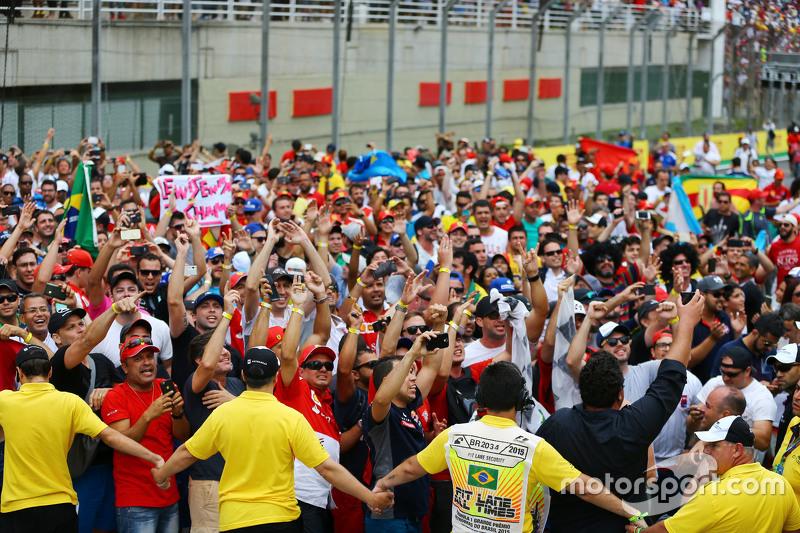 Fans am Podium
