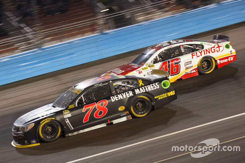 Мартін Труекс мол., Furniture Row Racing Chevrolet та Майкл Аннетт, Hscott Motorsports Chevrolet