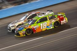 Kyle Busch, Joe Gibbs Racing Toyota, und Joey Gase