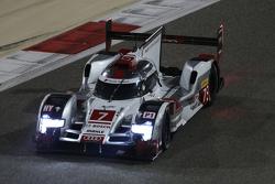 #7 奥迪乔斯特车队 奥迪R18 e-tron quattro:马塞尔·法斯勒、安德烈·洛特勒、博努瓦·特鲁耶