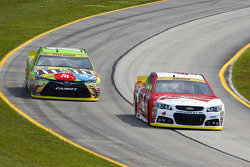 Kyle Busch, Joe Gibbs Racing Toyota and Kevin Harvick, Stewart-Haas Racing Chevrolet