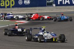 杰米·埃里克森,科依莱宁GP车队;领先米奇·吉尔伯特,卡林车队