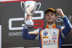 Gara 2 il vincitore Luca Ghiotto, Trident