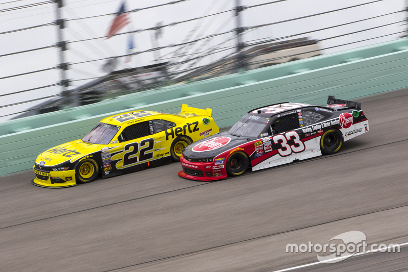 Ryan Blaney, Team Penske Ford and Austin Dillon, Richard Childress Racing Chevrolet