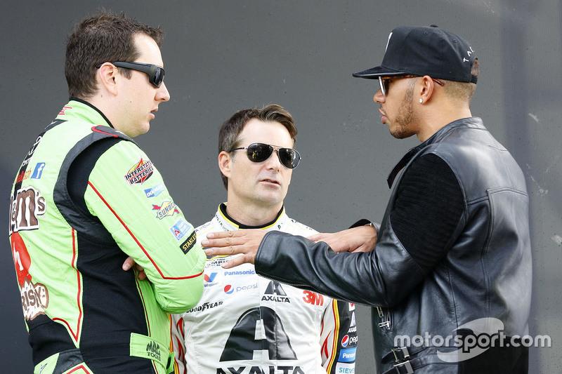 Kyle Busch, Joe Gibbs Racing Toyota, Jeff Gordon, Hendrick Motorsports Chevrolet and Lewis Hamilton,