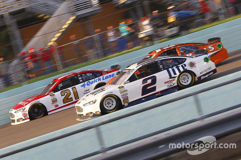 Ryan Blaney, Woods Brothers Racing Ford and Brad Keselowski, Team Penske Ford