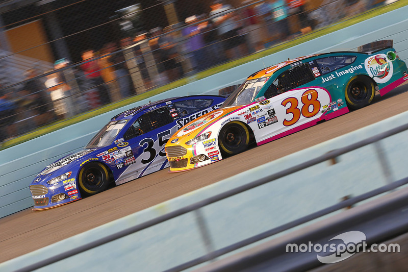 Cole Whitt, Front Row Motorsports Ford; David Gilliland, Front Row Motorsports Ford