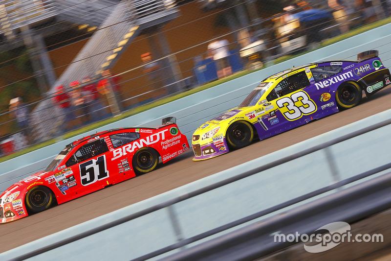 Justin Allgaier, HScott Motorsports Chevrolet; Ty Dillon, Chevrolet
