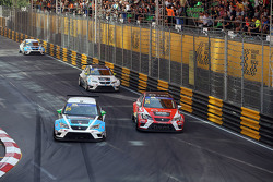 Stefano Comini, SEAT Leon, Target Competition with Pepe Oriola, SEAT Leon, Team Craft-Bamboo LUKOIL and Jordi Oriola, SEAT Leon, Target Competition