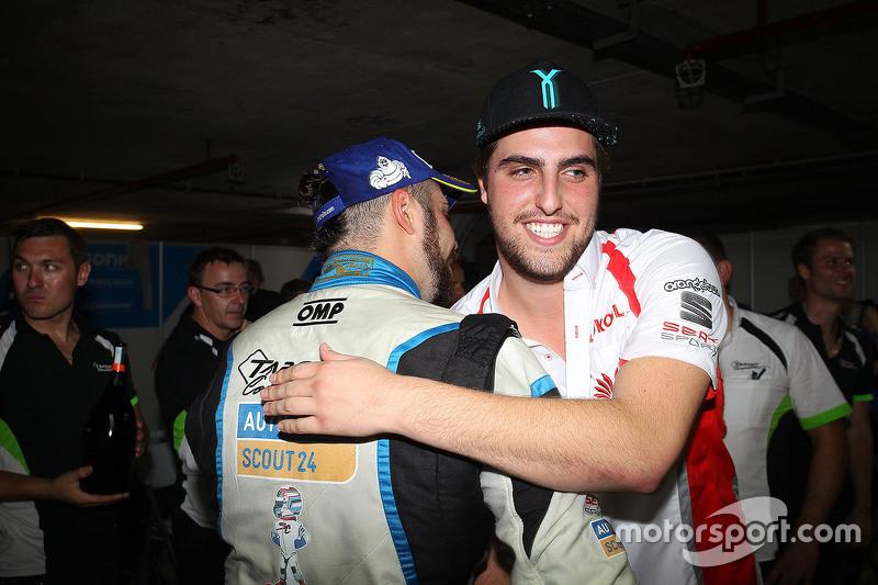 Пепе Оріола, SEAT Leon, Team Craft-Bamboo LUKOIL congratulate the TCR 2016 Champion Стефано Коміні,