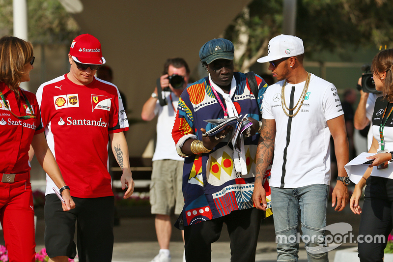Kimi Räikkönen, Ferrari, mit Mr. Moko, Crown Hearts Jewelry, und Lewis Hamilton, Mercedes AMG F1