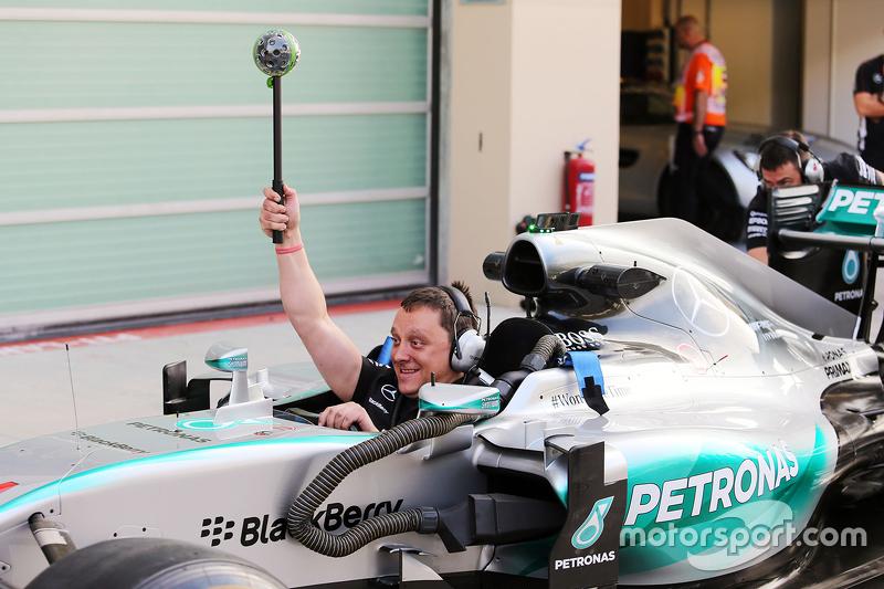 Mercedes AMG F1 beim Boxenstopp-Training
