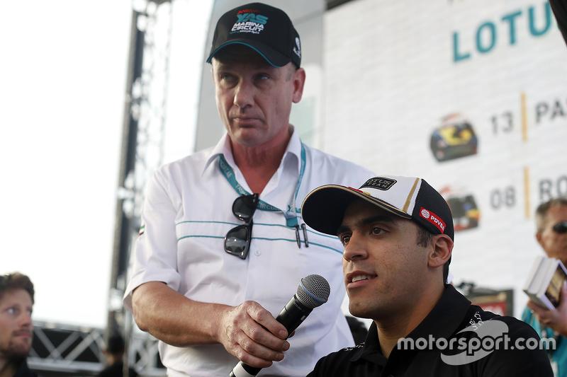 Пастор Мальдонадо, Lotus F1 Team з фанатами