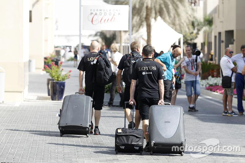 Lotus F1 Team team в паддок