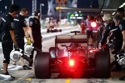 Nico Rosberg, Mercedes AMG F1 W06 in the pits
