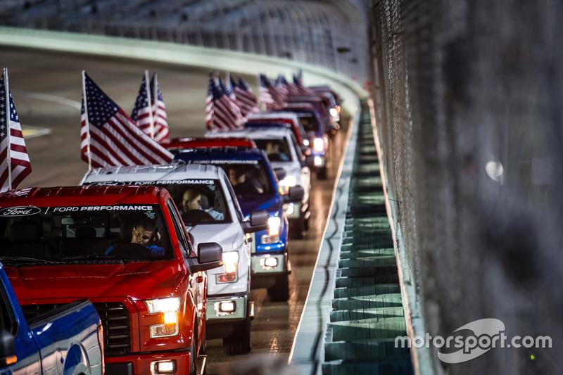 Parade вантажівки