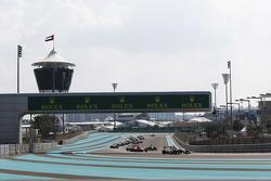 Эстебан Окон, ART Grand Prix лидирует на старте гонки