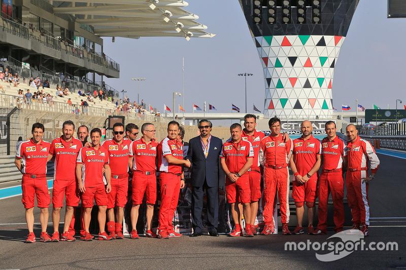 Gruppenfoto der Ferrari-Mechaniker