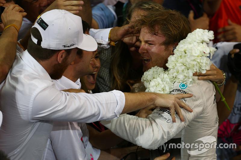 1. Nico Rosberg, Mercedes AMG F1 W06, im Parc Fermé