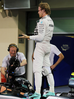 1. Nico Rosberg, Mercedes AMG F1 W06, beim Feiern im Parc Fermé