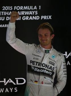 Le vainqueur Nico Rosberg, Mercedes AMG F1