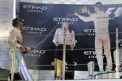Подиум: Победитель гонки - Нико Росберг, Mercedes AMG F1 Team, второе место - Льюис Хэмилтон, Merced